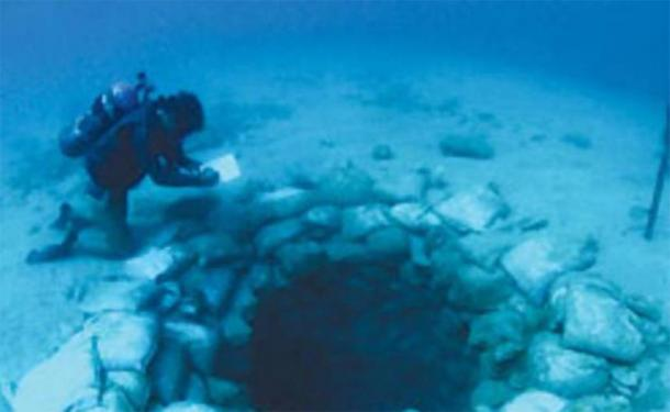Diver at a water well at Atlit Yam, an ancient submerged Neolithic site off the coast of Haifa, Israel. (Image: Israel Antiquities Authority)