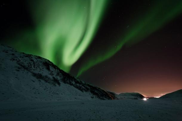 Aurora borealis over snow. (CC0)