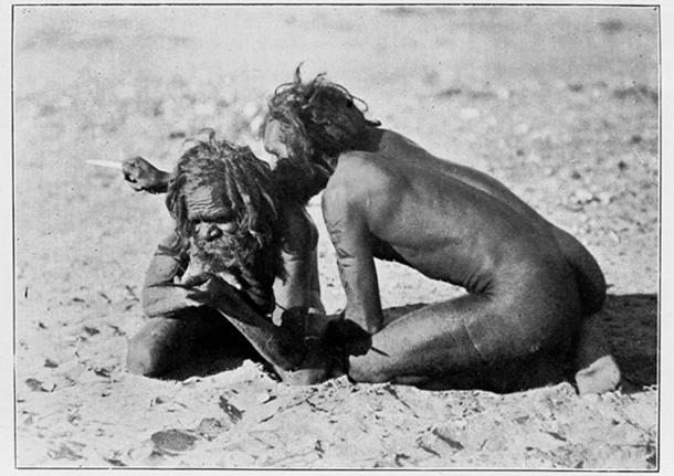 Australian Aborigines - Kurdaitcha using a pointing bone. (Fæ / CC BY-SA 4.0)