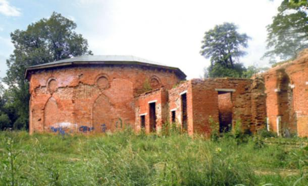The ruins of Babolovo palace