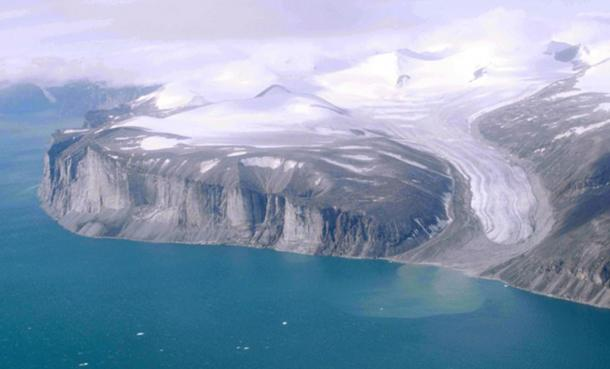Northeast coast of Baffin Island, north of Community of Clyde River, Nunavut, Canada.