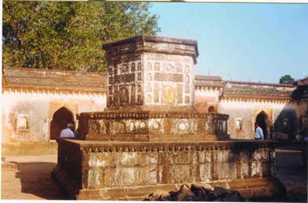 Bajirao memorial at Raverkhedi.
