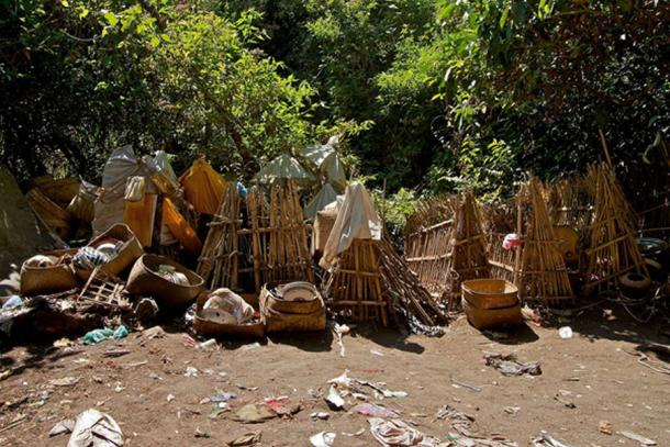 Bamboo cages covering the deceased, cemetery at Skull Island. (Yusuf IJsseldijk / CC BY-SA 2.0)