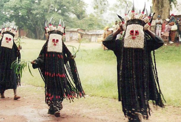 Bamileke dancers in Batié, West Province, Cameroon. (CC BY-SA 3.0)