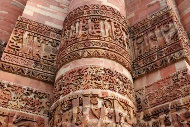 Beautiful detail of Qutb Minar, highest stone minaret (kaetana / Adobe Stock)3