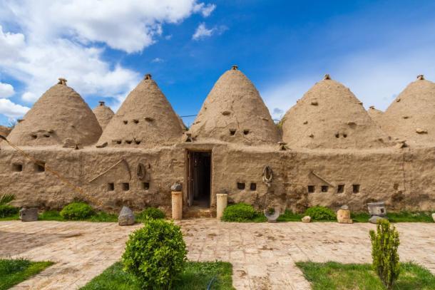 Harran beehive houses, (Bora /Adobe Stock)