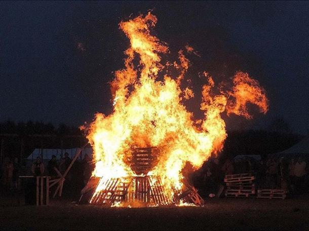 Beltane Bonfire at a celebration in West Wales, May 2015. (Stub Manhdrel/CC BY SA 3.0)