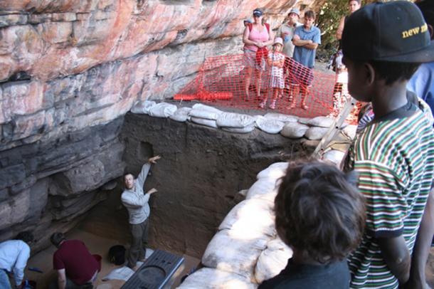 Ben Marwick explaining the dig site to visitors. Credit: Dominic O Brien/Gundjeihmi Aboriginal Corporation