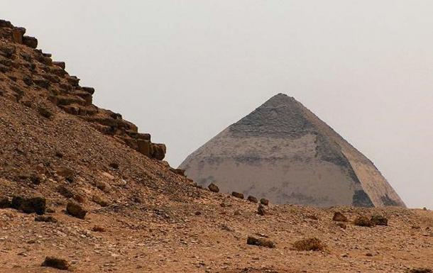 The Bent Pyramid seen from the foot of the Red Pyramid. Dahshur, Egypt