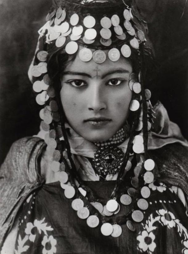 A beautiful young Berber woman of Tunisia, with tattoo and traditional jewelry (early 1900s). Photo by Rudolf Lehnert. 1905.
