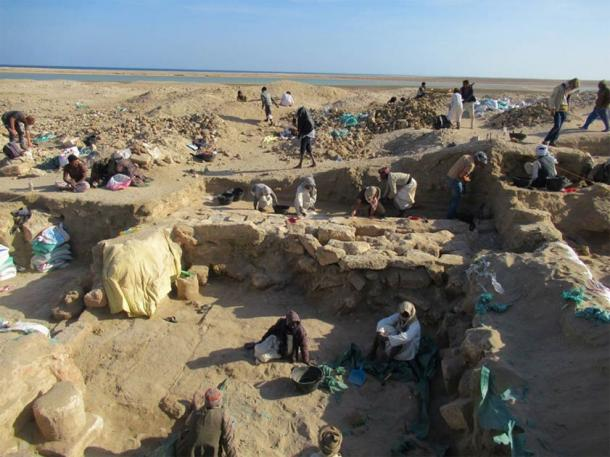 Clearing the Berenke Temple in Egypt, with lagoon and Red Sea in the background. (I. Zych / PAP)