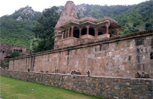 Templo Gopinath en Bhangarh Fort