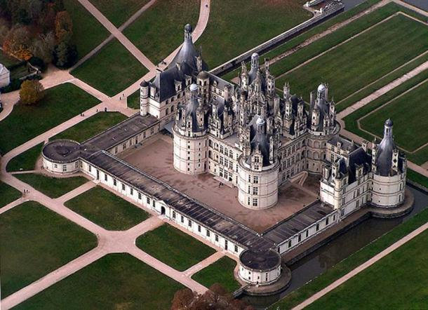 Birdseye view of the château de Chambord, France