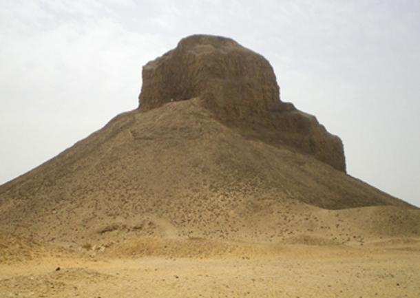 The so called 'Black Pyramid' where the tomb of Princess Hatshepset was discovered. (Tekisch / CC BY-SA 3.0)