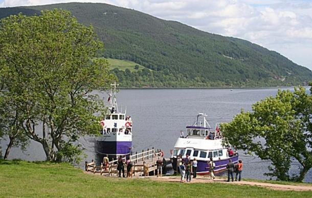 Boat cruise on Loch Ness to Urquhart Castle (Burgess, A / CC BY-SA 2.0)