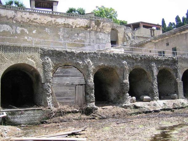 Boathouses on Herculaneum beach, where 300 skeletons were found. These unfortunate victims were about to be evacuated but never made it out. (Matthias Holländer / Public domain)