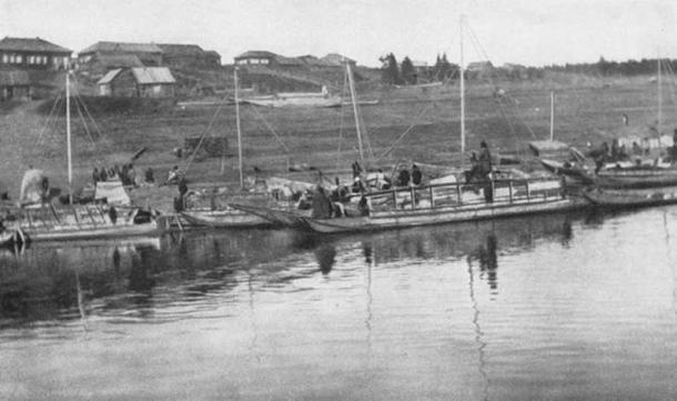 Boats of the Yenisei-Ostiaks preparing to start from Sumarokova. (Public Domain)