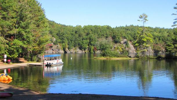 Bon Echo Lagoon ((Robertson, G.E / CC BY-SA 3.0)