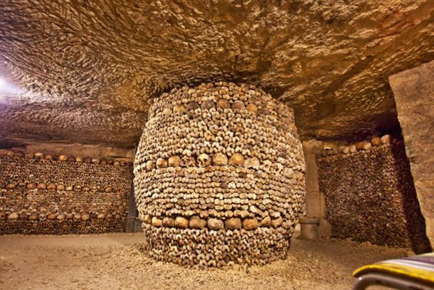 Bones and skulls arranged on a column in a catacomb. (Guy Bryant / Adobe)