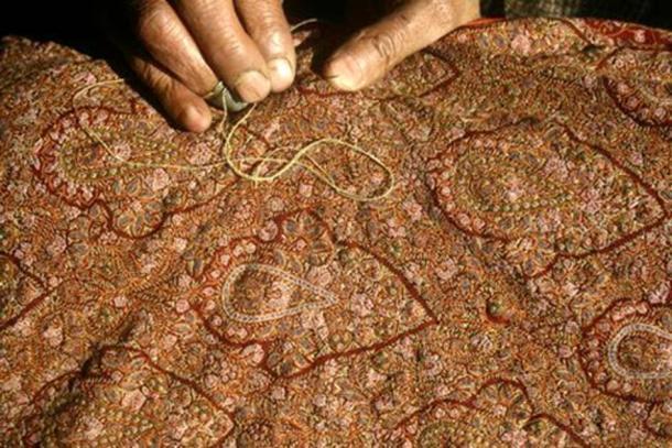 Bordado: Embroidery in silk