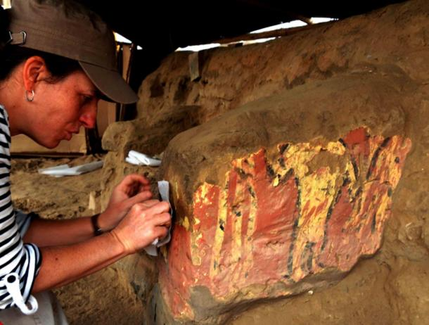 Brightly colored murals have been found at the site in addition to a great many interesting artifacts from all over the Andes region.
