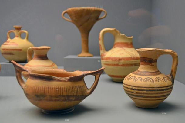 Late Bronze Age pottery from the region around Aiani.