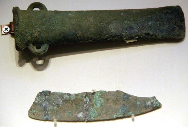 Bronze axe & copper knife, Qijia Culture, Gansu. National Museum of China, Beijing, 2011.