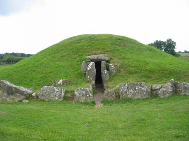 Bryn Celli Ddu Passage Tomb is a Neolithic site that overlays an earlier henge monument.