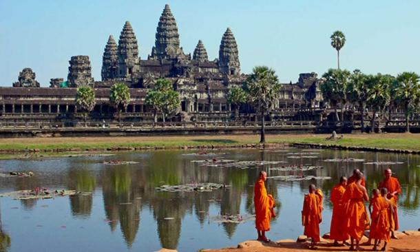 Buddhist monks in front of the Angkor Wat.