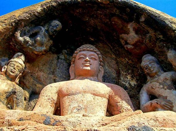 Buddhist statue at nearby Bojjannakonda, Andhra Pradesh. (Public Domain)