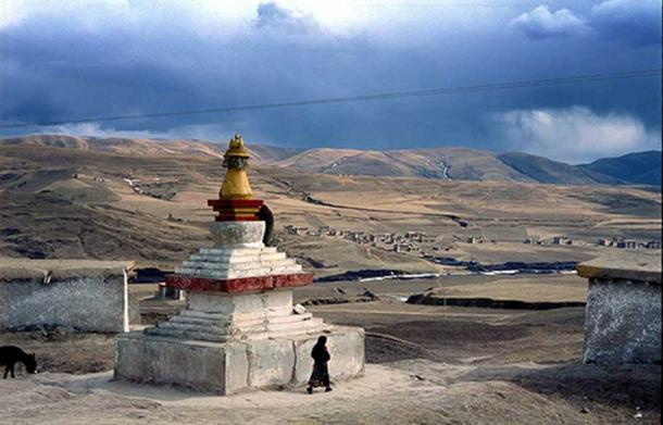 Buddhist stupa and houses outside the town of Aba, on the Tibetan Plateau.