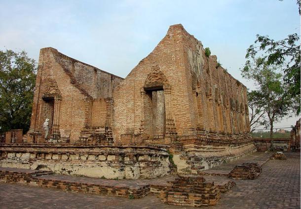 Templo budista Wat Kudi Dao, Tailandia.  El estilo arquitectónico es tarde Ayutthaya.  Wikimedia