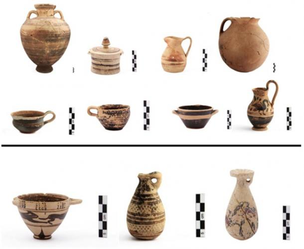 Burial sets: Pot burial vases and offerings (7th-6th century BC) (top) and Corinthian vases (bottom).