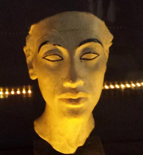 Bust of Akhenaten.