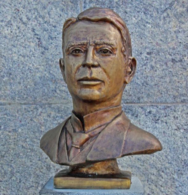 Bust of Heitor da Silva Costa (1873-1941), designer (CC BY SA 3.0)