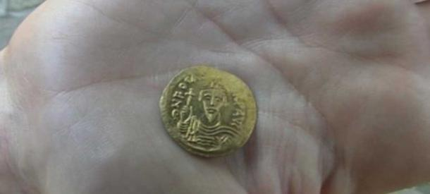 Byzantine gold coin from the time of the reign of Emperor Phocus (Credit: BNT)