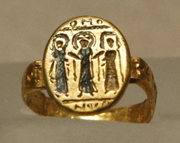 Byzantine wedding ring, depicting Christ uniting the bride and groom, 7th century, gold