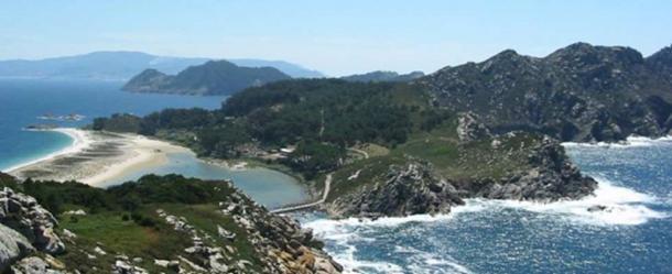 Cíes Islands from Monte das Figueiras (Monteagudo Island).