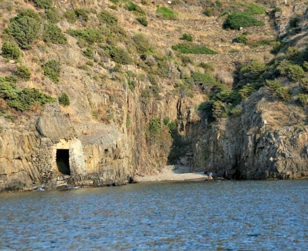 Cala Cativa, under whose waters are the remains of the wreck discovered over a century ago by the resident of El Port de la Selva, Romuald Alfaras.