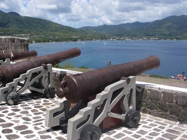 Cannons aimed at the waters from Fort Shirley (CC BY 2.0)