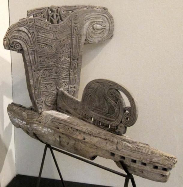 Canoe prow, splash board (rajim) and end panel (tabuya), Papua New Guinea, Massim region, probably Trobriand Islands, wood carved in relief, Honolulu Museum of Art. (CC0)