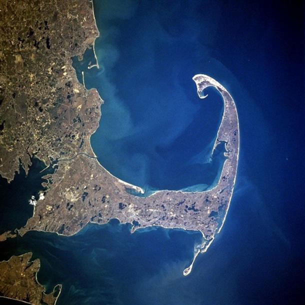 "The Mayflower arrived in the ""Cape Cod fishhook"", 11 November 1620 (satellite photo, 1997)"