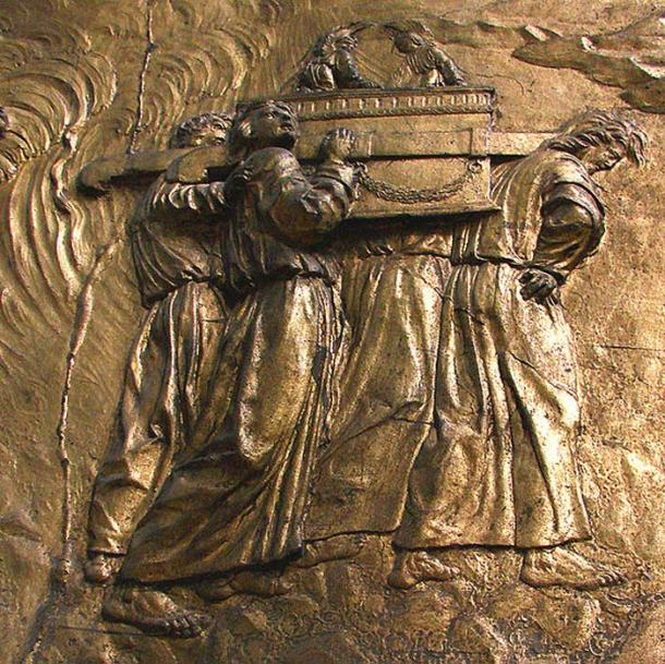 Carrying the Ark of the Covenant: gilded bas-relief at Auch Cathedral, France