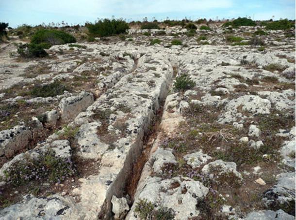 Cart Ruts at Misrah Ghar il-Kbir, Malta. (Lysy/CC BY SA 3.0)