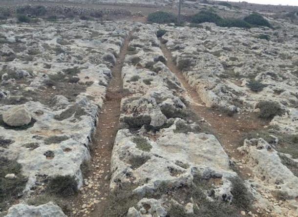 Cart Ruts at Misraћ Gћar il-Kbir, Malta, so similar to the tracks in Turkey.