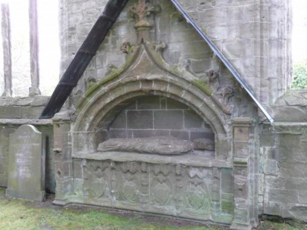 Carvings on the front of the tomb have been known for years, but those on the sides were hidden. (© 2008 A Corpus of Scottish Medieval Parish Churches)
