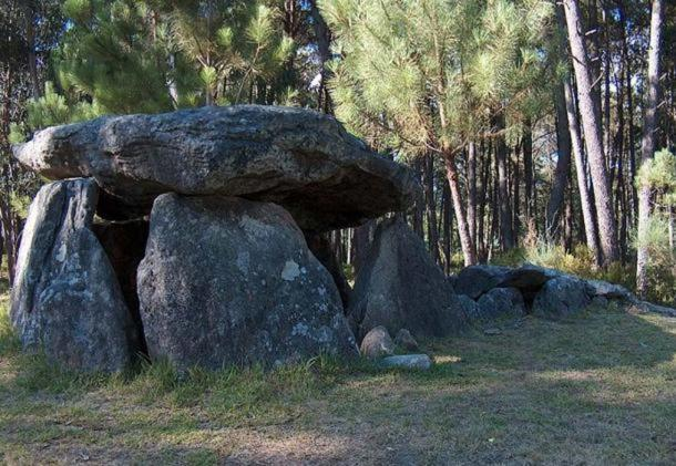 Casa da Moura ('House of the Moura'), a dolmen in Portugal