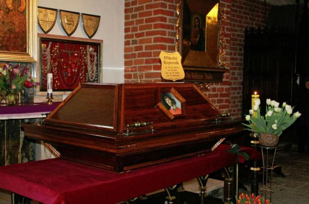 Casket with Copernicus' remains, St. James' Cathedral Basilica, Allenstein, March 2010.