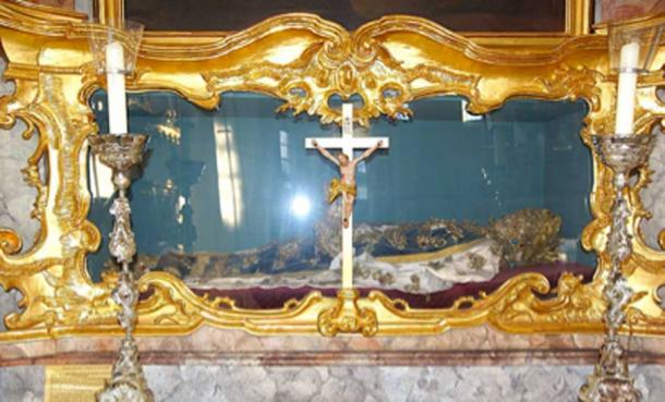 Catacomb Saints were covered head to heel in precious jewels and expensive clothes by the Vatican. (DALIBRI / CC BY-SA 4.0)