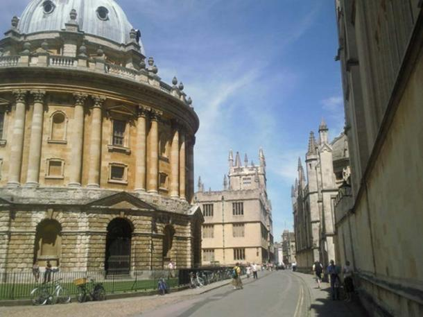 Catte Street, Oxford, where a business school was located in the 15th-century. Photo © Marathon (cc-by-sa/2.0)